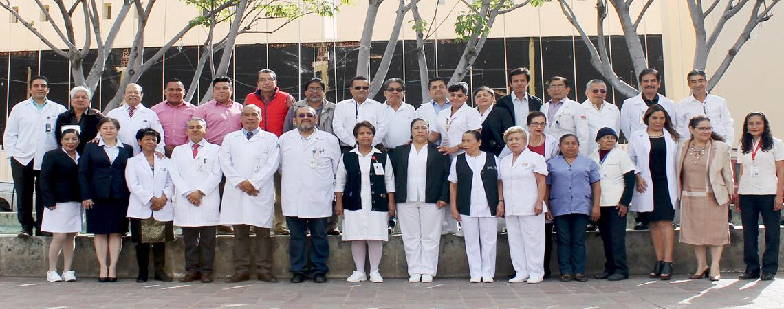 """70 TRABAJADORES DEL HOSPITAL GENERAL """"DR. AURELIO VALDIVIESO"""" RECIBEN PREMIO NACIONAL DE ANTIGÜEDAD"""