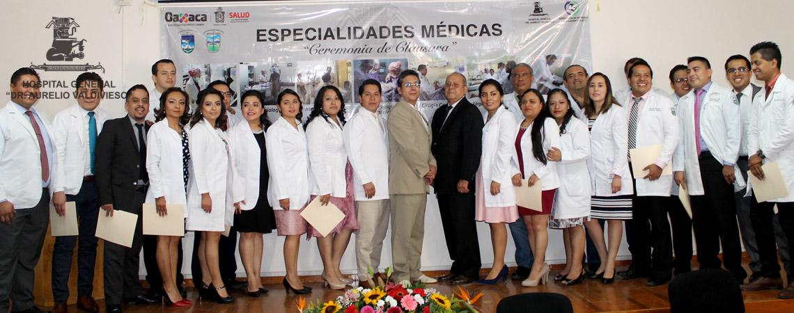 EGRESAN DEL HOSPITAL GENERAL DR. AURELIO VALDIVIESO  21 MEDICOS ESPECIALISTAS DE LA MAS ALTA CALIDAD